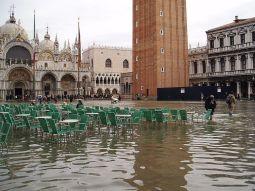 1024px-Acqua_alta_in_Piazza_San_Marco-original