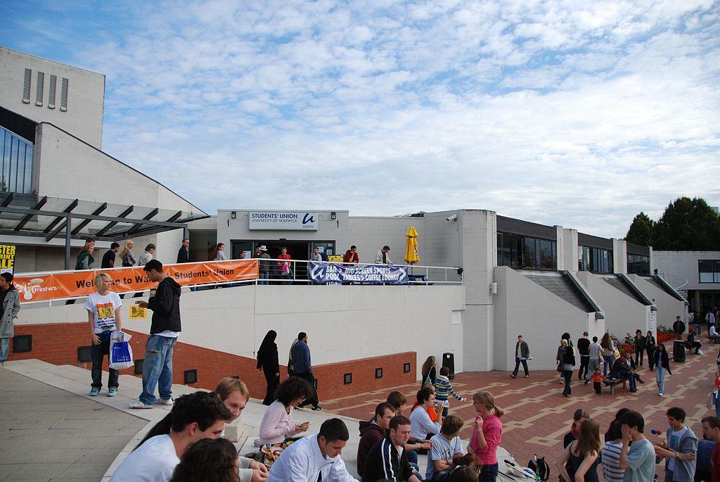 1024px-Students_Union_at_Warwick_University_Feb_2008